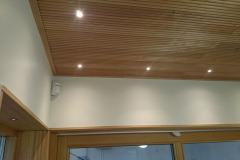LED-spotar av mindre modell infällda i tak och fönstersmygar