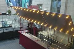 Platsbyggd bar med fällbara luckor med belysning